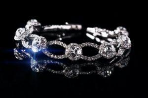 Diamanter og smykker er en kvindes bedste ven