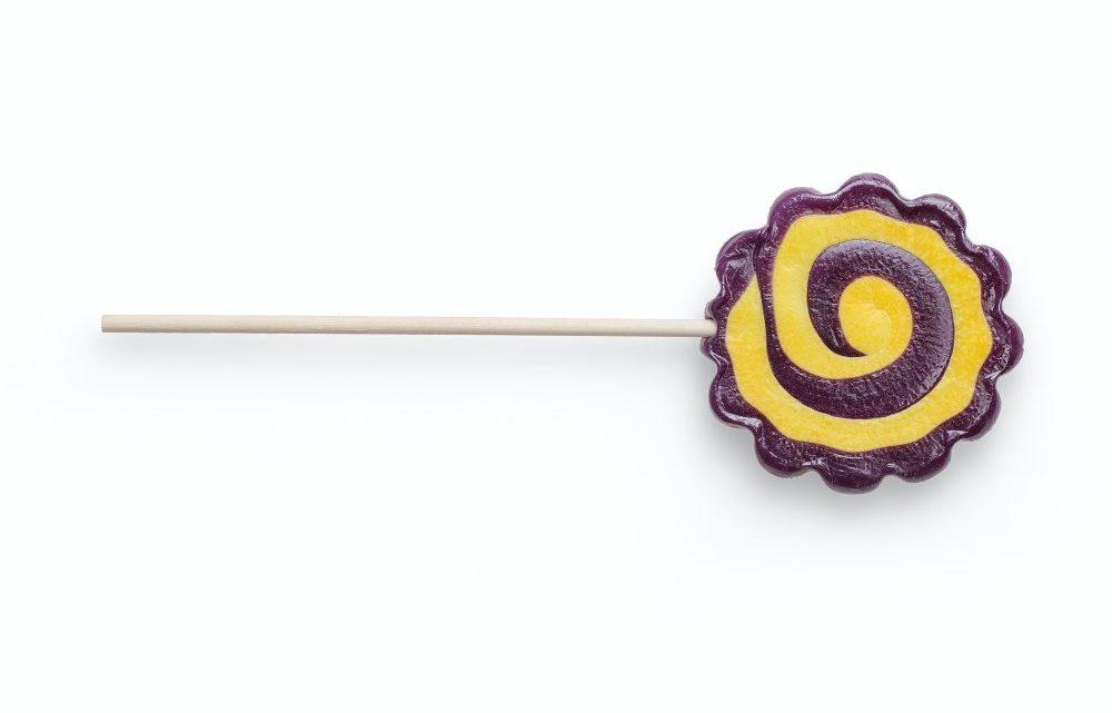 Køb slikkepinde med logo til den store dag